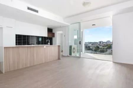 Modern, inner city accommodation - Milton