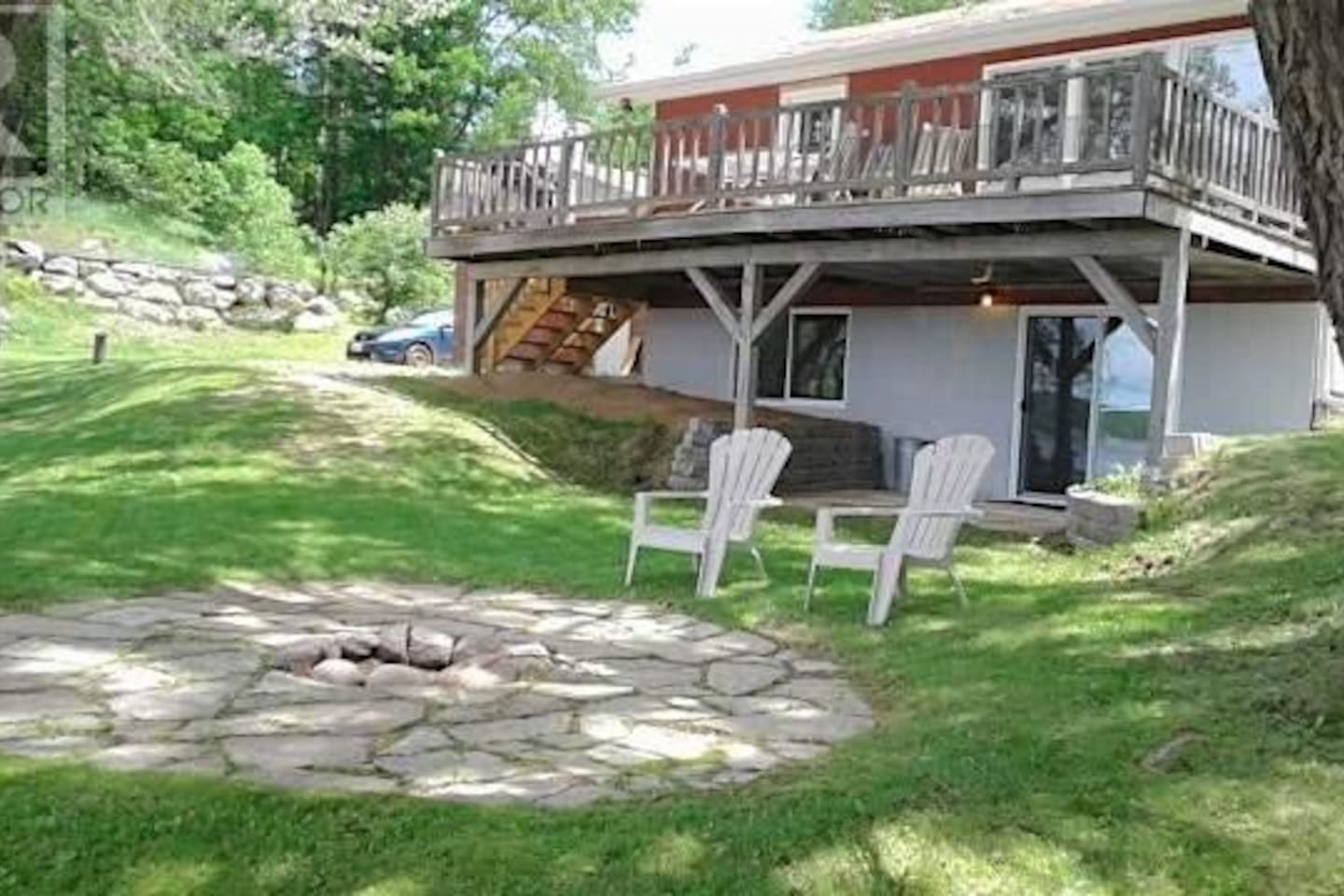 Relax on the deck or by the fire with a view of Lake Kaminiskeg. All within a few kilometres of gas, groceries, restaurants and a hospital.