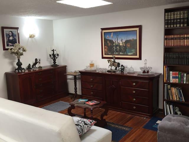 Habitacion amplia, en sector bien ubicado - Bogotá - Casa
