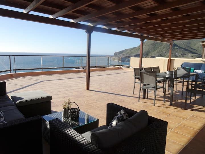 Gran terraza con espectaculares vistas al mar
