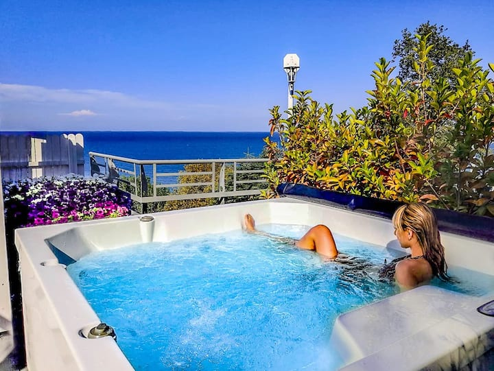 Superior Suite - Outdoor Heated Jacuzzi - Sea View