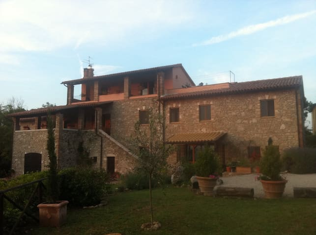 Gorgeous Villa, Stunning Views, Central Umbria - San Terenziano