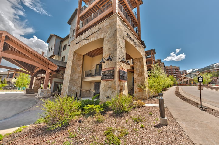 resort property, spacious two bedroom sleeping up to 10, pool, steps to skiing and golf, enjoy SV221