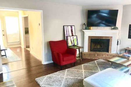 2BR stylish townhome, family/corp long-term okay!
