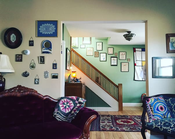 Vintage Haven w/Eclectic Decor in Downtown Ithaca