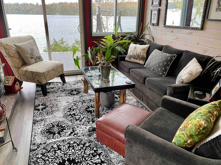 Cabin 16: Lakeside Winter Oasis in North Frontenac