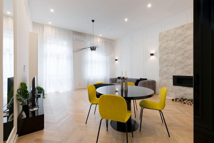 Designer Dream Home @ The Opera w/ Sauna & Balcony