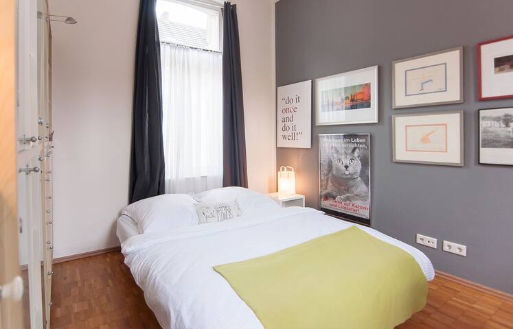 Euer Zimmer - das Bett ist 1,60m breit und sehr bequem