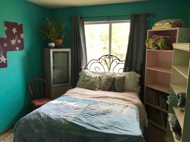Fun & Bright Teal Room!