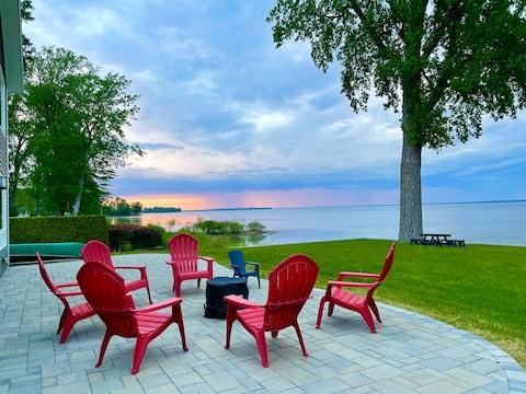 Champlain LAKE FRONT Retreat