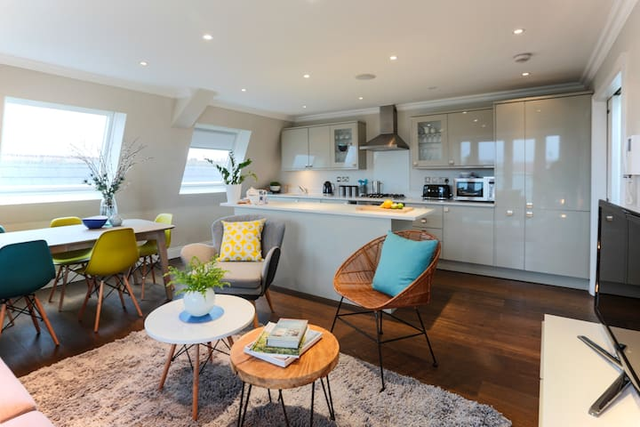Clapham - Large 3 Bed Penthouse