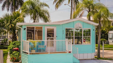 Beach Getaway, Two Pools, Restaurants,  and more!