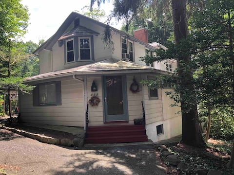 It's a Charmed Life Cottage in Mount Gretna