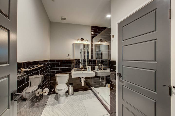 VRAIN | 2 Bedroom 1 Bath with Full Kitchen