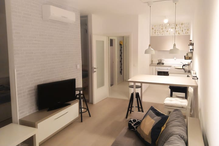 Brand New Apartment / Wifi / Tram+Bus Station