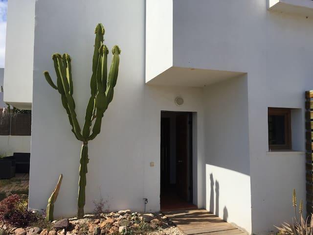 Casa con parcela en Rodalquilar - Níjar - House