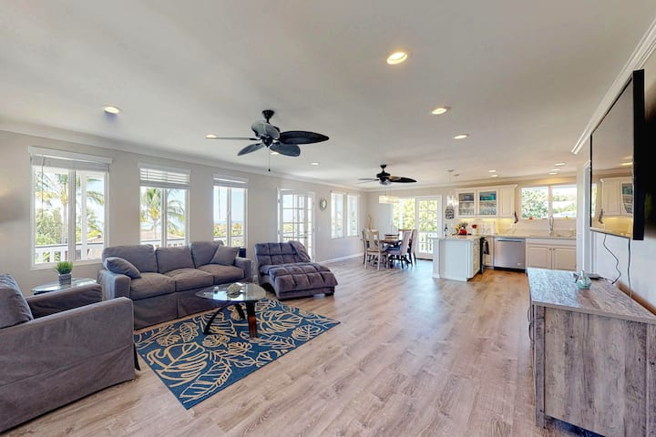 Fully remodeled home w/ ocean view, WiFi, and wraparound lanai.