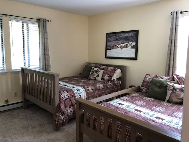 Guest Bedroom with 2 Full Beds