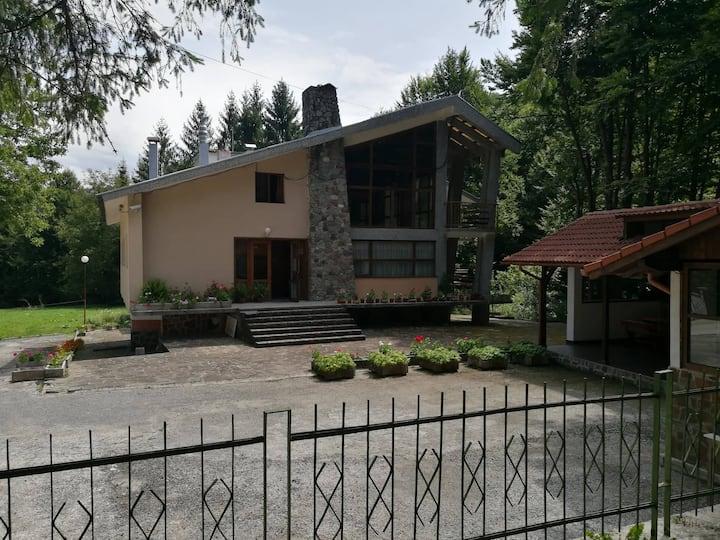 """Къща за гости """"Жеравица"""""""