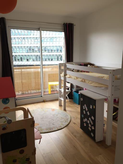 Chambre lit 90*190 avec balcon côté rue (double vitrage)