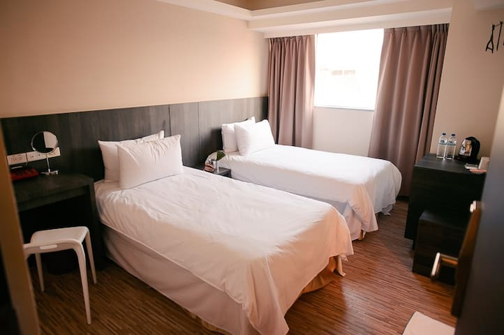 Taichung City奇異果快捷旅店-雙人套房✿✿✿一中街夜市✿✿✿