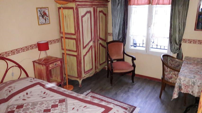 La cosy chambre de Martine  à 2 pas de Paris.