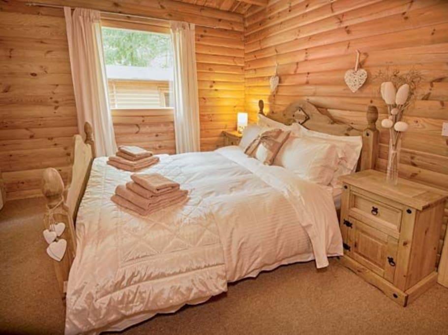 Bedroom 1 (Kingsize)