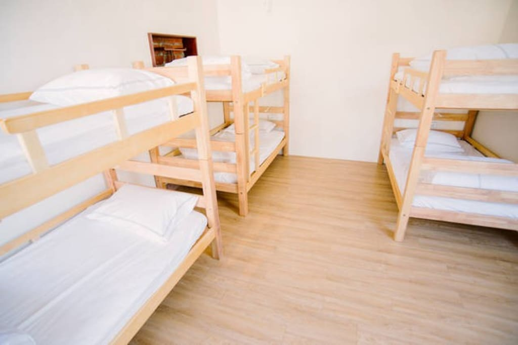 明亮寬敞舒適的房間