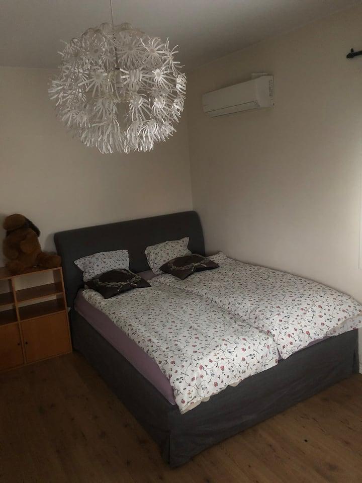 Möblerat rum med balkong uthyres  412kr / natt