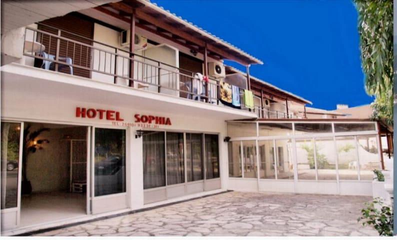 HOTEL  SOPHIA  dassia corfu   room n4 - corfou - Bed & Breakfast
