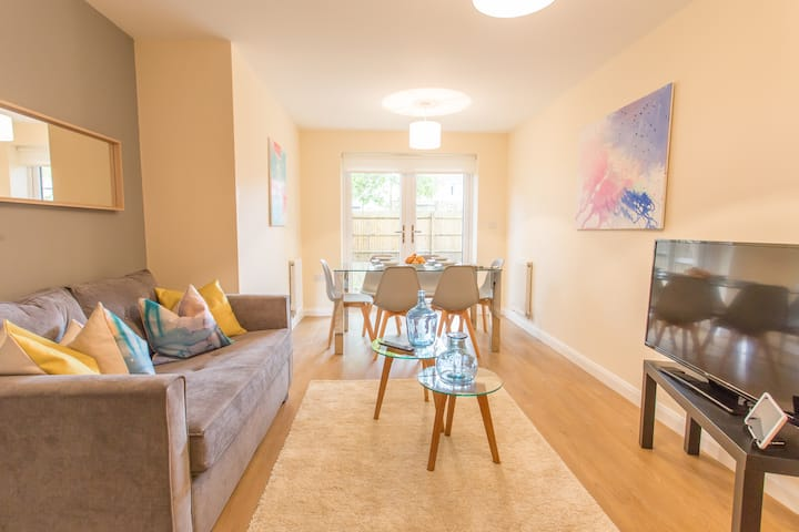 Relax in modern 3-bed Oxford apartment w/ parking