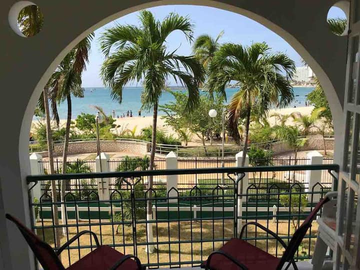 Ocho Rios Bay Beach Apartment