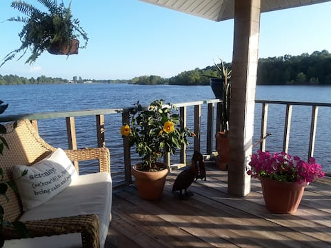 Welcome to LOGOS - the boathouse on the Red River