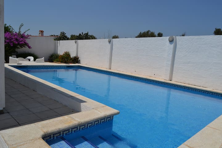 Villa with private swimming pool - El Mas Boscà - วิลล่า
