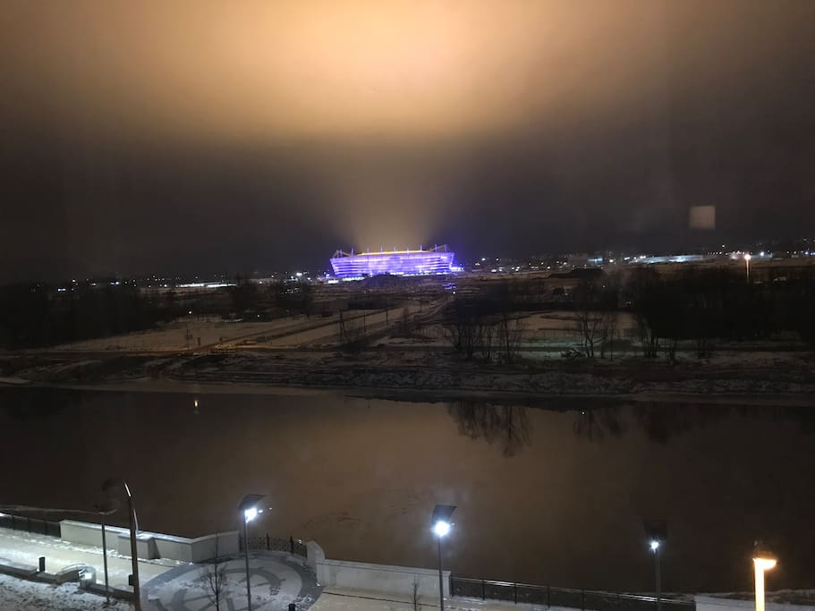 вид с балкона на стадион