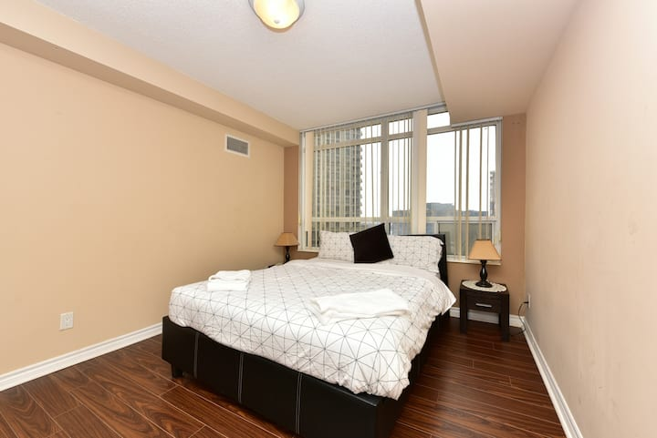 Luxury 1BR in Mississauga Downtown