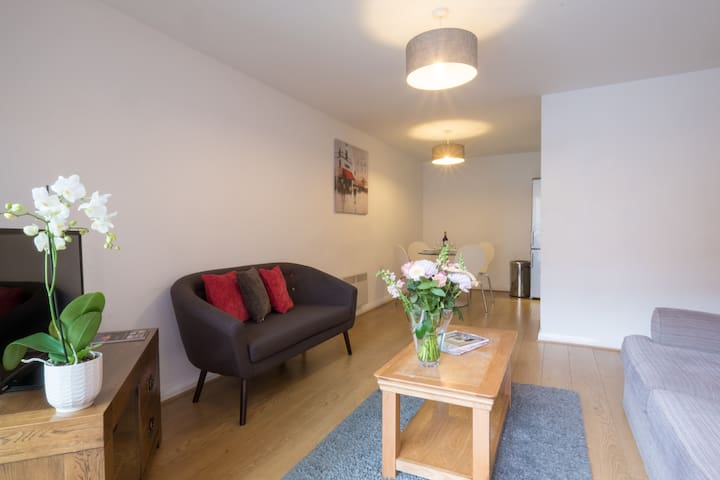 Central Liverpool - Homely 2 Bedroom Apartment