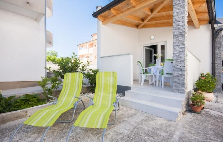 Apts Alisa- One bedroom apartment with terrace and sea view