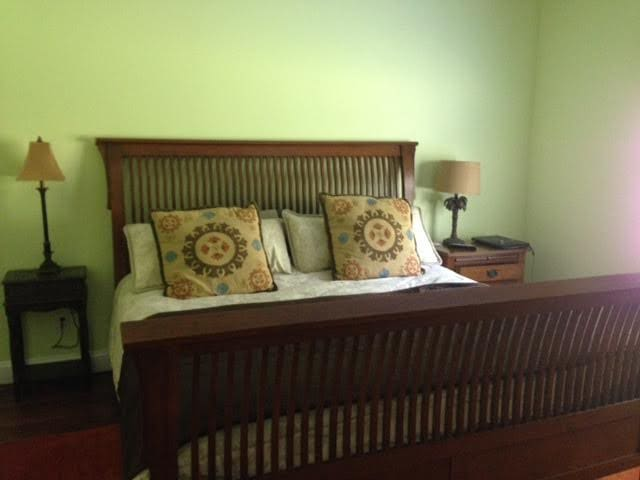 Master bedroom w/king bed and bath. - Dalton - Huis
