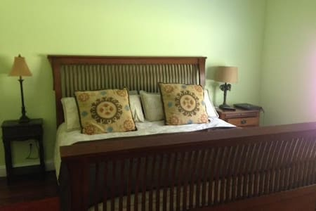 Master bedroom w/king bed and bath. - Dalton - Ev
