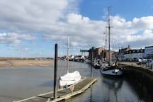 The pontoons and the Albatros on the Quay