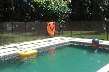 Independiente room with pool-WIFI -Albrook area - Panamá - 一軒家