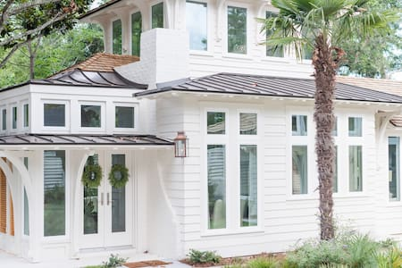 Elegant Cottage on the Bluff Downtown Fairhope (A)