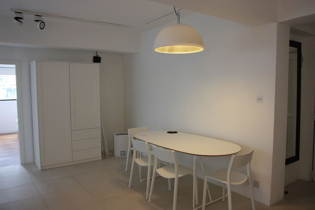 Spacious 2 Bedroom 3 Mins From Subway Apartments For Rent In Hong Kong Hong Kong Island Hong