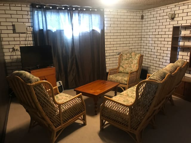 Two Bedroom Basement Apartment 9km From The City Apartments For Rent In West Footscray