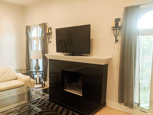 Luxury 2 Bed/2 Bath House 4 mins Beverly Hills