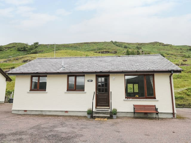 THE BEN, country holiday cottage in Ullapool, Ref 984237