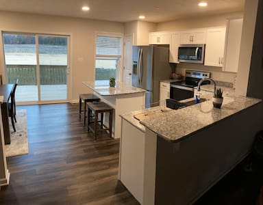 New Build Townhome- 6 miles from Penn State Campus