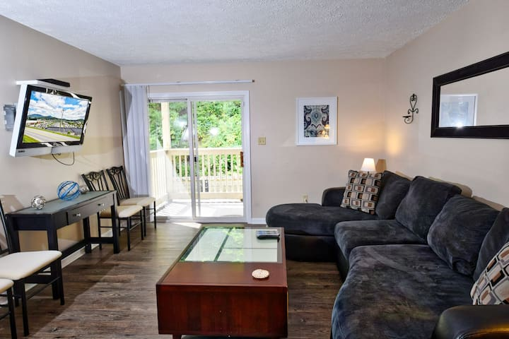 Condo at Meadowview - Prime location in the center of Boone