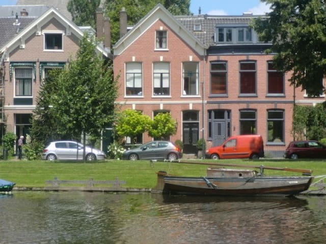 Beautiful Canal House city center